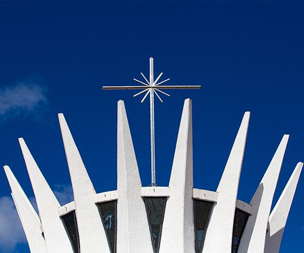 2 - A Cruz no topo do Templo