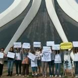 Catedral de Brasília ganha abraço contra atos de vandalismo