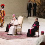 Papa Francisco critica os ídolos que dão falsas esperanças e levam à morte