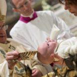 Papa batiza 28 crianças na Capela Sistina e confia missão aos seus pais