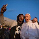 Papa aos jovens: conectar-se com Maria para transformar o mundo