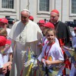 Papa responderá perguntas de crianças em visita a uma paróquia