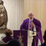 Papa na Santa Marta: rezar com coragem, com disposição